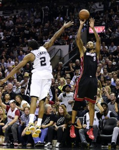 rashard lewis shoots a 3 over kawhi leonard 2014 nba finals game 2