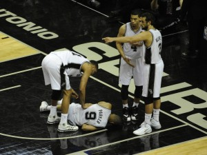 tony parker after getting elbowed 2014 nba finals game 2