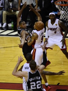 boris diaw passes to tiago splitter 2014 nba finals game 3