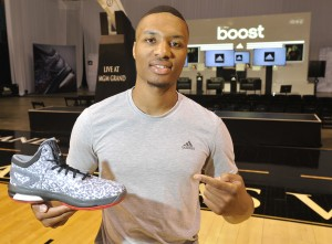 Damian Lillard,Crazy Light Boost (1)