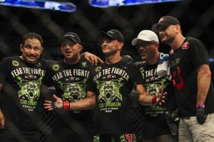 cub swanson & team pose after his victory against jeremy stephens