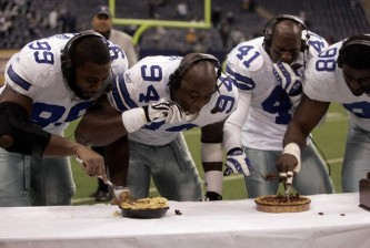 Cowboys Canty, Ware, Newman, and Ellis eat pie at the end of the Thanksgiving day game against the Jets in NFL football action in Irving