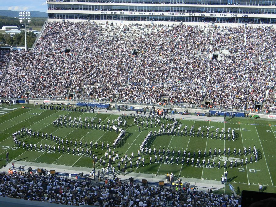 Penn State Blue Band salutes Navy