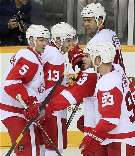 datsyuk_celebrates_vs_preds