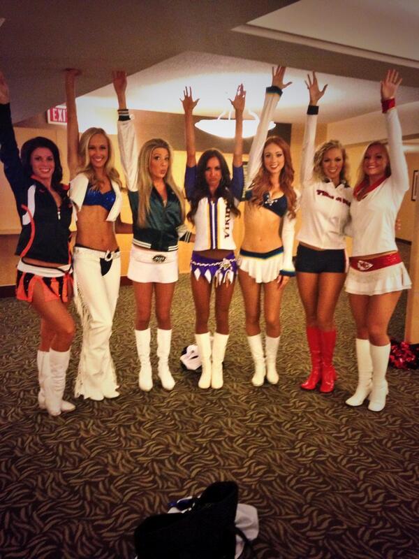 Vikings cheerleader in hawaii