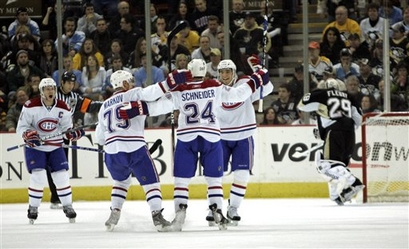 capt.24eaa559aaa9490eaaac8b29eb30207d.canadiens_penguins_hockey_paks104