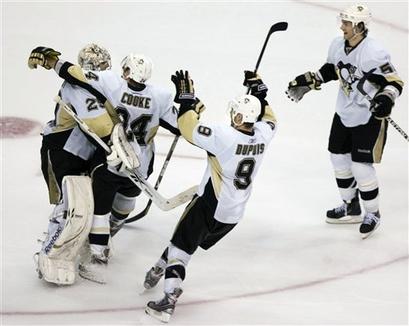 capt.54475233366e43eeaa9a2cc926a7d24c.penguins_capitals_hockey_vzn108
